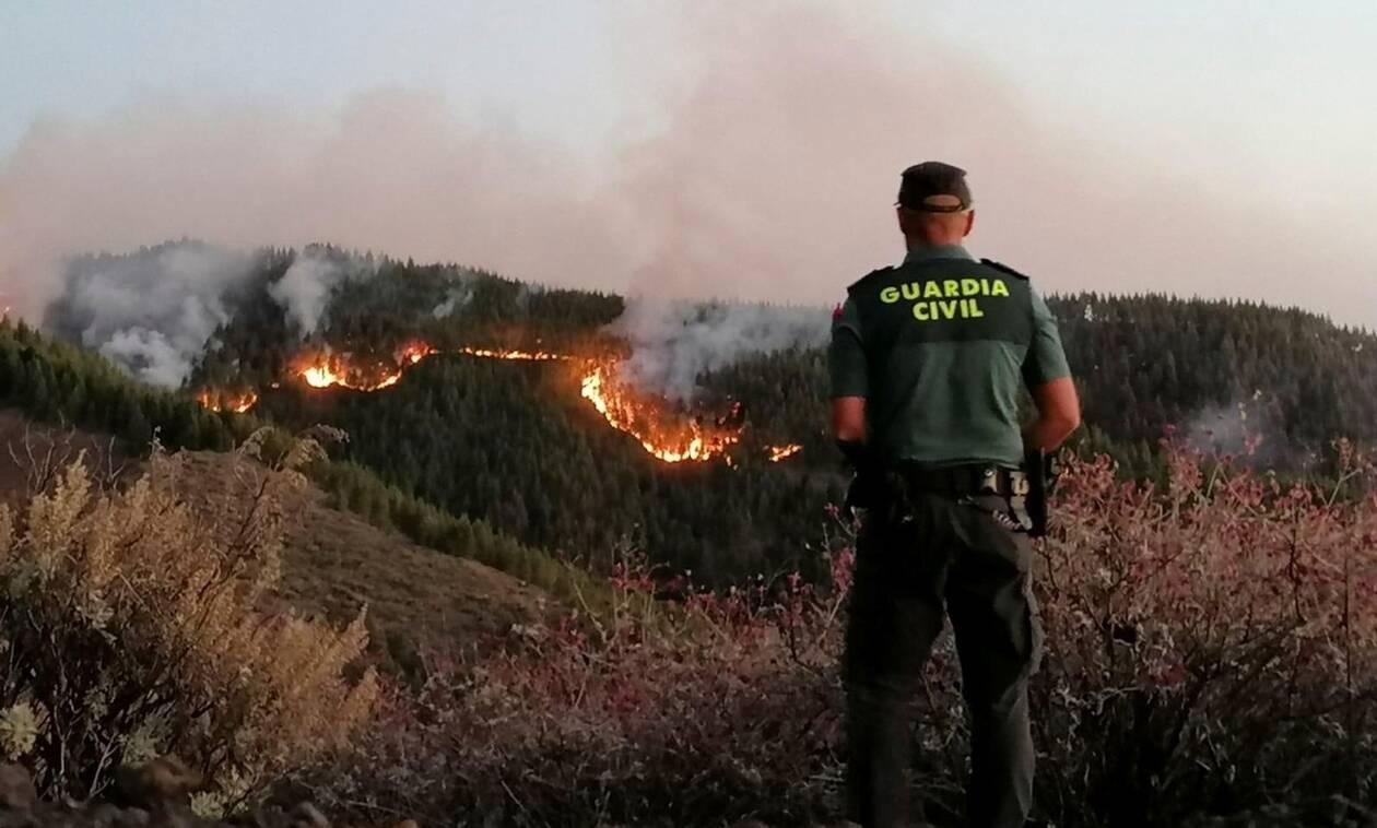 Γκραν Κανάρια: Πάνω από 4.000 άνθρωποι απομακρύνθηκαν από τη ζώνη της μεγάλης πυρκαγιάς που μαίνεται