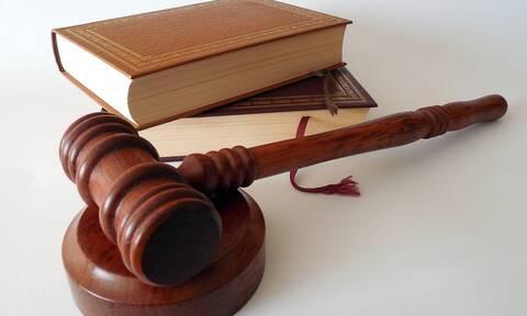 Ποινικός κώδικας: Τι αλλάζει για μολότοφ και εμπρηστές - Στο στόχαστρο και ο «Ρουβίκωνας»