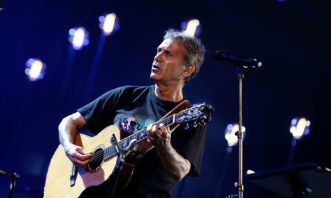 Συγκλονίζει ο Γιώργος Νταλάρας: Βαρύ πένθος για τον γνωστό τραγουδιστή (pics)