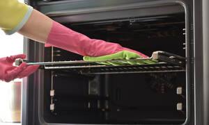 Έτσι θα καθαρίσετε το φούρνο σας εύκολα και γρήγορα με 3 υλικά