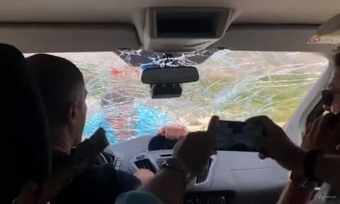 Αλβανός επιχειρηματίας έσπασε το αμάξι τουριστών γιατί έφυγαν από το εστιατόριό του (vid)