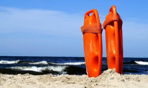Σοκ στα Χανιά: Αποπειράθηκε να αυτοκτονήσει στην παραλία - Την έσωσε ο ναυαγοσώστης (vid)
