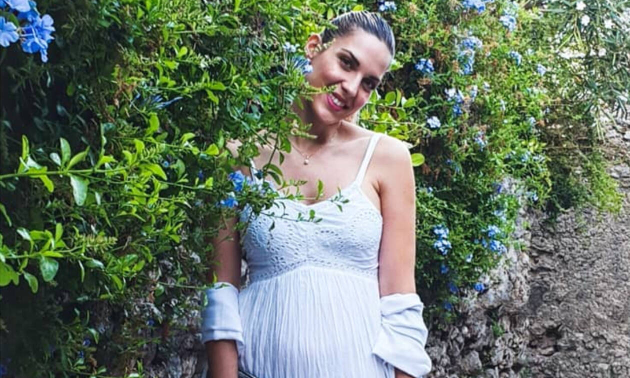 Μαντώ Γαστεράτου: Η τρυφερή φώτο με τον σύζυγό της στον πέμπτο μήνα της εγκυμοσύνης της  (pics)