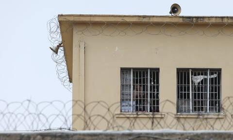 Κινητά στις φυλακές: Αυτές είναι οι μίνι συσκευές που δεν εντοπίζονται – Δείτε πόσο κοστίζουν (pics)