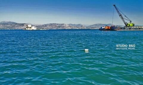Ναύπλιο: «Βουτιά» αυτοκινήτου στο λιμάνι