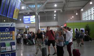 Πανικός στο «Ελ. Βενιζέλος»: Γνωστή Ελληνίδα τραγουδίστρια κατέρρευσε μέσα στο αεροπλάνο (pics)