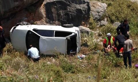 Φωκίδα: Έπεσε με το αμάξι του σε γκρεμό 100 μέτρων