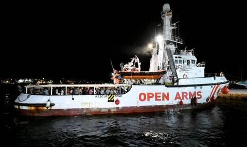Ιταλία: Το Open Arms ελλιμενίστηκε εντέλει στη Λαμπεντούζα