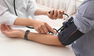 Αρτηριακή πίεση: Τα βασικά βήματα για να τη μειώσετε (video)