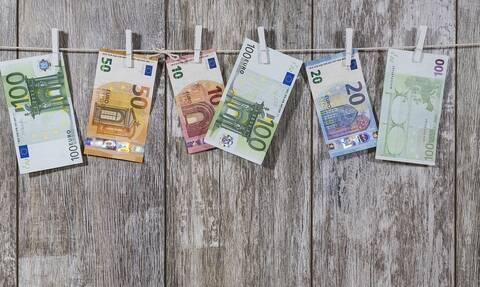 «Βρέχει» χρήματα τις επόμενες ημέρες: Πότε θα κατατεθούν επιδόματα και συντάξεις