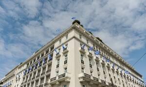 Ο θυρωρός: 35 χρόνια στην πόρτα της «Μεγάλης Βρεταννίας»