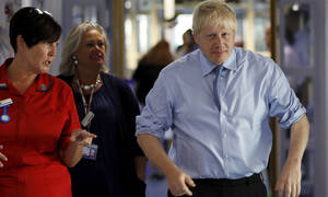 Βρετανία: Το σκληρό Brexit ενισχύει δημοσκοπικά τον Τζόνσον - Προηγείται 14 μονάδες των Εργατικών