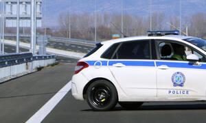 Κρήτη: Υποχώρησε ο δρόμος και αυτοκίνητο έπεσε στο κενό (pics)
