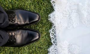 4 άντρες εξηγούν γιατί δέχτηκαν να πάρουν το επώνυμο της συζύγου τους μετά τον γάμο