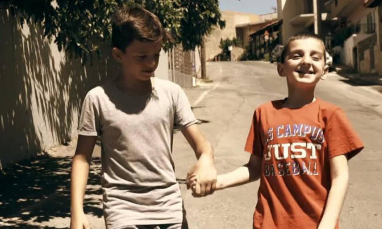 «Ο φίλος μου το κινητό» - Το ελληνικό βίντεο που έγινε viral με πρωταγωνιστή ένα μικρό αγόρι (vid)