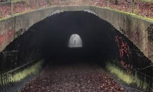 Η σοκαριστική στιγμή που φάντασμα εμφανίζεται μέσα σε ένα τούνελ!
