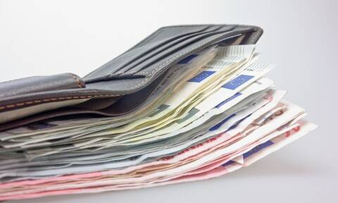 Επιδόματα: Όλες οι αλλαγές από το νέο έτος - Ποιοι δικαιούχοι θα πάρουν περισσότερα χρήματα