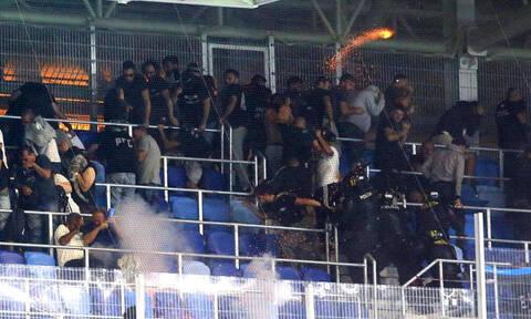 Σκηνές τρόμου στο Σλόβαν-ΠΑΟΚ: Σημάδευαν οπαδούς με όπλα!