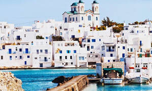 Γιατί στις Κυκλάδες τα σπίτια έχουν άσπρο και μπλε χρώμα;