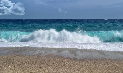 Πρέβεζα: Τρόμος για ζευγάρι - «Πάγωσαν» με αυτό που είδαν ενώ κολυμπούσαν (pics)