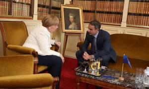 Διμερείς σχέσεις και οικονομία στην ατζέντα της συνάντησης Μητσοτάκη - Μέρκελ