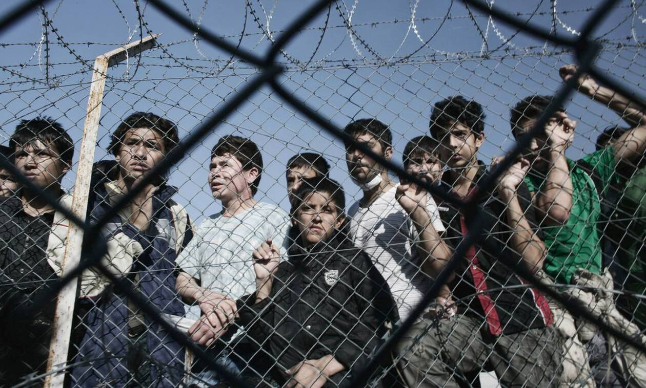 Ψάχνουν στρατόπεδα στην Αττική για να μεταφέρουν πρόσφυγες και μετανάστες από νησιά