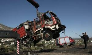 Φωτιά ΤΩΡΑ: Ανατροπή πυροσβεστικού οχήματος – Δύο πυροσβέστες τραυματίες