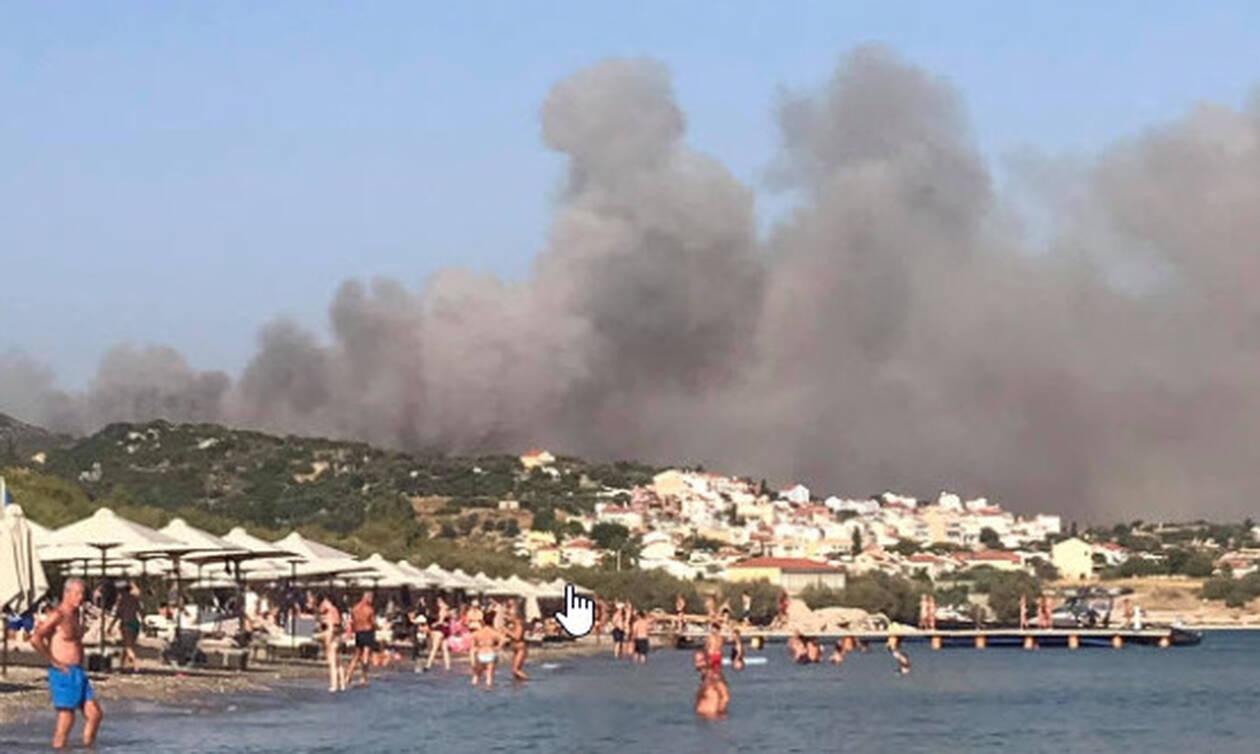 Φωτιά ΤΩΡΑ στη Σάμο: Εκκενώθηκαν δύο ξενοδοχεία στο Μεσόκαμπο - Στο βουνό κατευθύνονται οι φλόγες