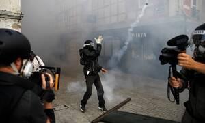 Γαλλία: Πέτρες και δακρυγόνα στις διαδηλώσεις ενάντια στην G7