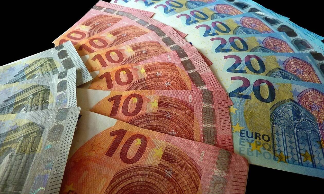 Μπαράζ πληρωμών τις επόμενες ημέρες: Ποιοι και πότε θα δουν χρήματα στους λογαριασμούς τους