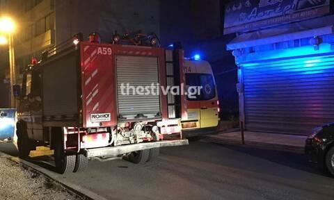 «Θρίλερ» στη Θεσσαλονίκη: Γυναίκα έπεσε σε φωταγωγό πολυκατοικίας (pics)