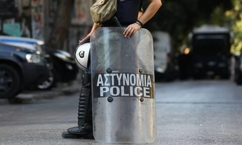 Εξάρχεια: Μεγάλη αστυνομική επιχείρηση σε τέσσερα κτήρια