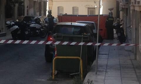 Συναγερμός στην Πάτρα: Γυναίκα απειλεί να πέσει στο κενό (pics&vid)