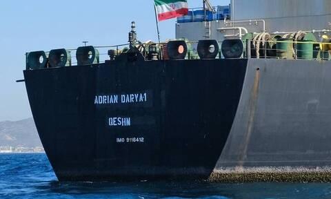 Εμπλοκή με το ιρανικό τάνκερ: Πλέει δυτικά της Κρήτης (pics)