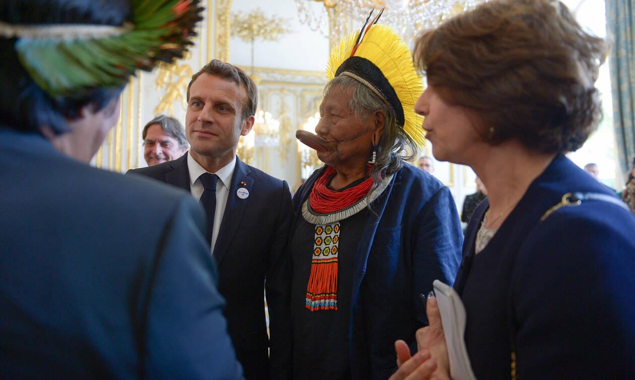 Αμαζόνιος: Με τον Ινδιάνο αρχηγό συναντήθηκε ο Μακρόν
