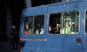 Σε προσωρινό ξενοδοχειακό κατάλυμα οι 134 μετανάστες που ήταν στα υπό κατάληψη κτήρια των Εξαρχείων