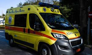 Κρήτη: Βρέθηκε με αίματα στο δρόμο - Συναγερμός στο ΕΚΑΒ