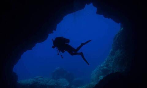 Κάρπαθος: Εικόνες σοκ από τουποθαλάσσιο σπήλαιο που βρήκαν τραγικό θάνατο οι δύο δύτες (pics)