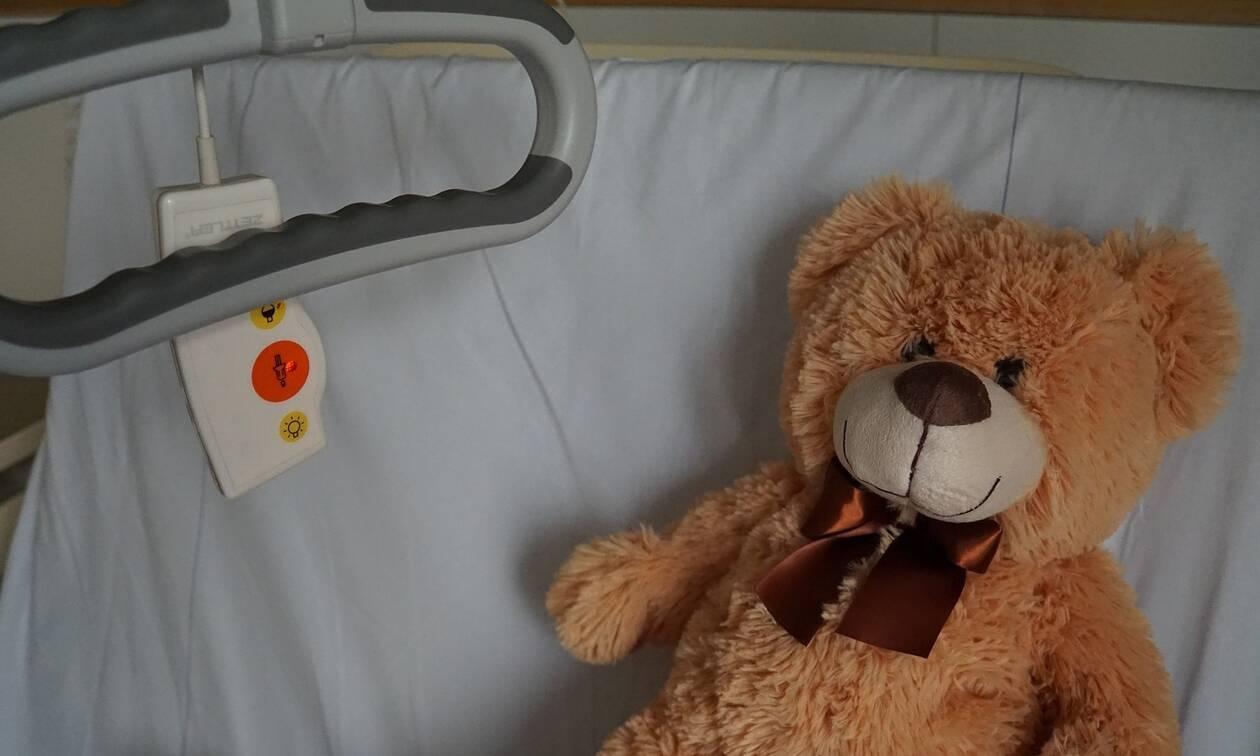Σοκ στον Βόλο: Μωρό 18 μηνών έπεσε από μπαλκόνι