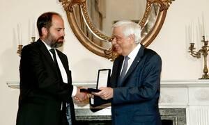 Το παράσημο του Ταξιάρχη του Φοίνικος απέδωσε στον Φρίξο Παπαχρηστίδη ο Πρόεδρος της Δημοκρατίας