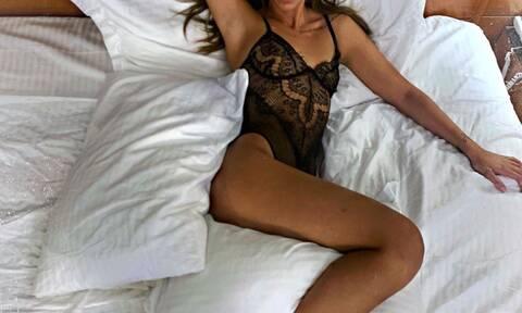 Η πιο πολυσυζητημένη παίκτρια του GNTM μόνο με τα εσώρουχα στο κρεβάτι (pics)