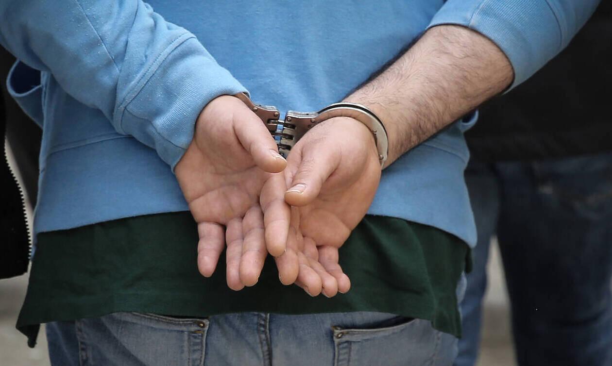 Απίστευτο: Δικηγόρος φέρεται να μετέφερε ναρκωτικά σε κρατούμενο