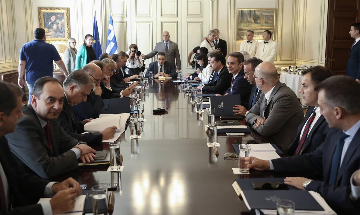 Συνεδριάζει το υπουργικό συμβούλιο: Άρειος Πάγος, αναπτυξιακός και διπλώματα στο τραπέζι