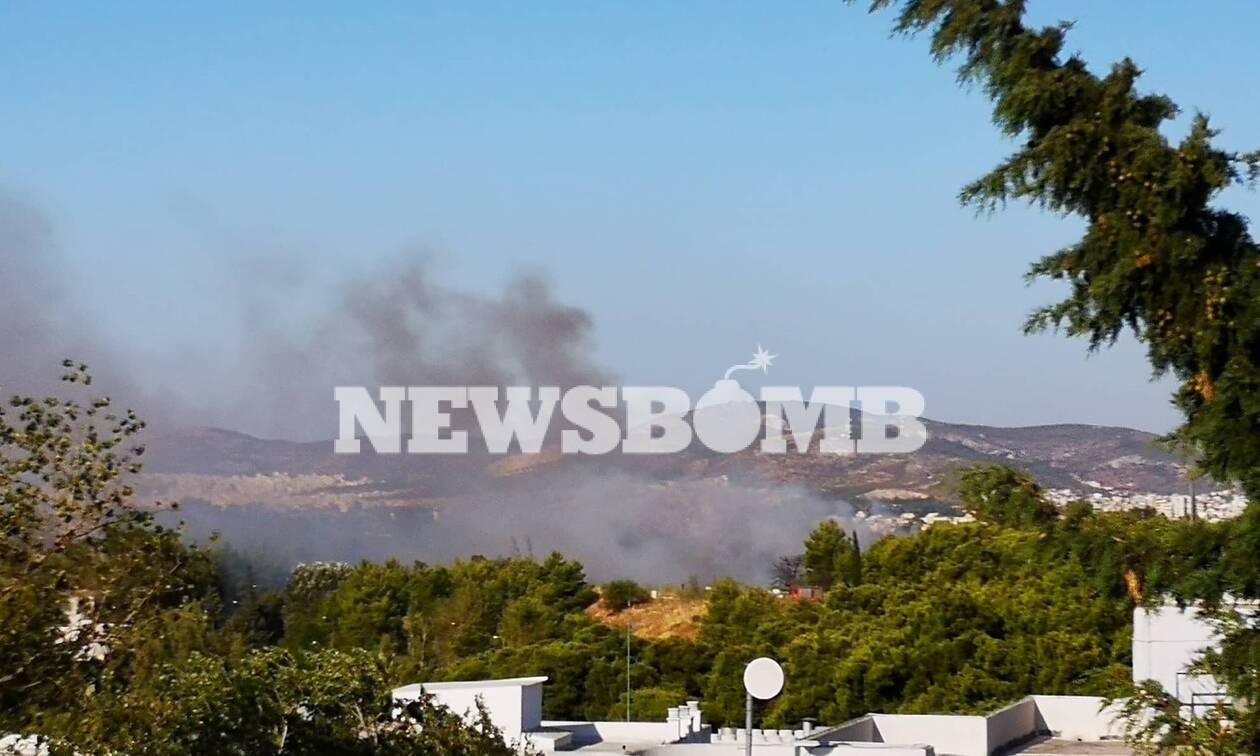 Υπό έλεγχο η φωτιά στην Λυκόβρυση (pics&vid)