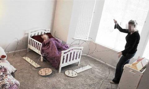 Νταντά βάζει συρματόπλεγμα & καρφιά γύρω από το κρεβάτι του παιδιού για να μην κατέβει (vid)