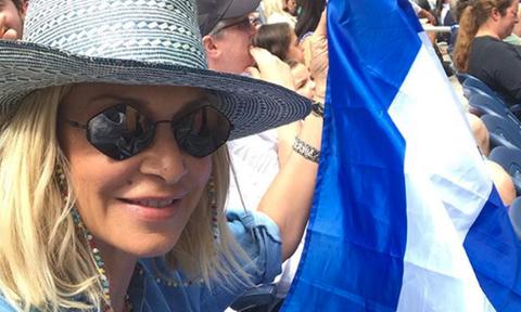 ΣΟΚ: Απαγόρευσαν στην Άννα Βίσση να σηκώσει την ελληνική σημαία