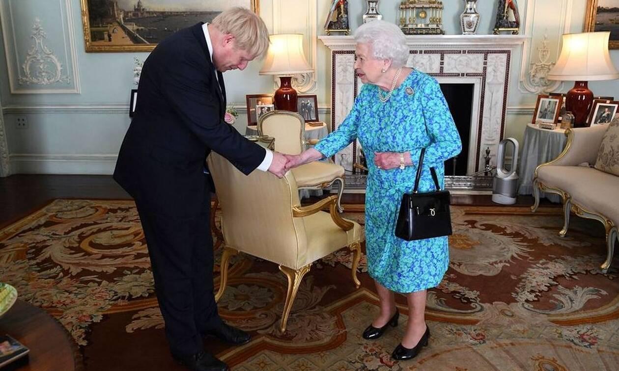 Βρετανία: Ενέκρινε η βασίλισσα Ελισάβετ το κλείσιμο της Βουλής - Ολοταχώς για άτακτο Brexit