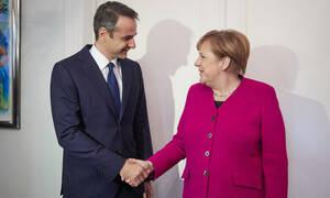 Συνάντηση Μητσοτάκη – Μέρκελ: Η δύσπιστη καγκελάριος και τα «όπλα» του πρωθυπουργού