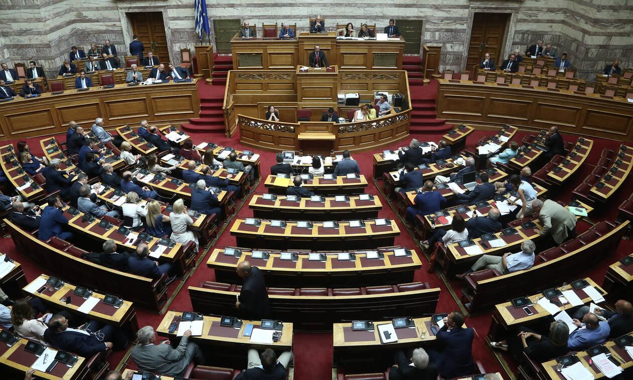 Άγρια κόντρα στη Βουλή για τα διπλώματα οδήγησης