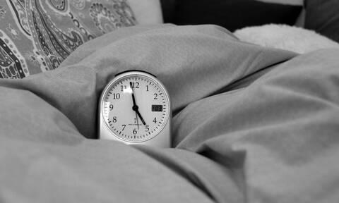 Γιατί χορταίνετε ύπνο νωρίτερα από τους υπόλοιπους; Η επιστήμη απαντά
